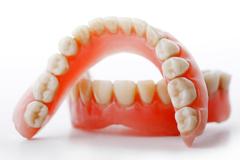 Акриловые (пластиночные) зубные протезы