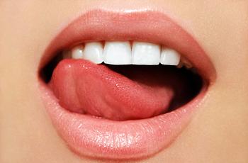 Имплантации зубов под ключ подразумевает весь комплекс стоматологических манипуляций, направленных для воссоздания полной функции и эстетики зубных рядов с помощью протезирования на имплантах.