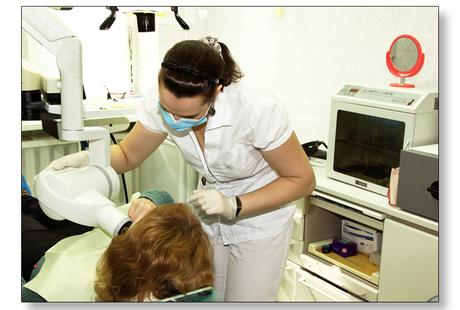 Преимущества частного стоматолога: финансоваядоступность (вы не переплачиваете за бренд!); гарантия качества лечения лучшими стоматологами клиники; индивидуальная методика стоматологического лечения.